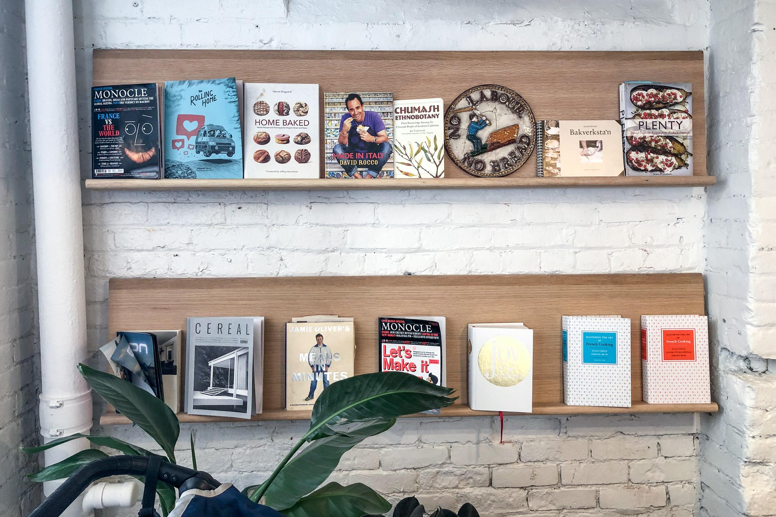 Brodflour minimal bookcase